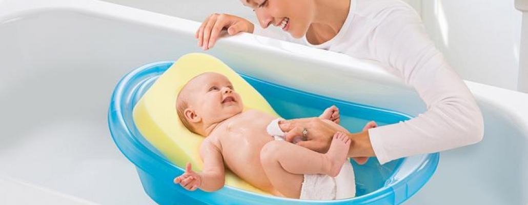 كيف تختارين مقعداً آمناً لحمام طفلك